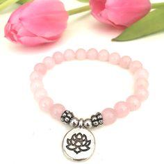 No Mud, No Lotus Niedliches Rosenquarz Armband mit Lotus Charms. www.herzteil.de  #yoga #yogaschmuck #lotus #herzteil #rosenquarz
