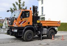 Unimog in Germany - Unimog - Wikipedia, la enciclopedia libre Mercedes Benz Unimog, 4x4 Trucks, Fire Trucks, 3d Modelle, Engin, Expedition Vehicle, Heavy Equipment, Cars And Motorcycles, Tractors