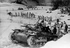 Panzerkampfwagen III Ausf. H. - Image taken in the pocket of Demiansk (February-May 1942). #worldwar2 #tanks