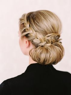 Simple, easy and stunning. These braided bridal hairstyles are captivating.
