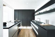 Gallery of Showvila La Pineda / Jaime Prous Architects - 10