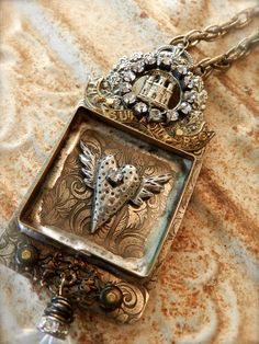 Here you have one of my heart boxes which were featured in Belle Armoire Jewelry Magazine earlier this year. This one-of-a-kind piece features an early