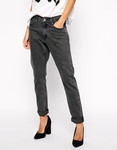 Who doesn't love a cool pair of boyfriend jeans? These have such a great colour. Amazing for work with a simple tee and a blazer. Find them here: http://asos.do/PVkzCj