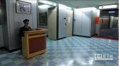 柯P新政 給警衛桌椅、移除書報櫃