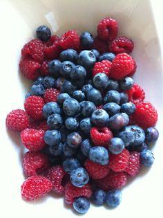 Breakfast, merienda, desayuno, light, frutos rojos, frambuesas www.PiensaenChic.com