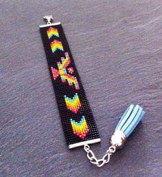 Native American Eagle Cuff Bracelet par TDFTheDreamFactory sur Etsy, €22.00 Beaded, Bead loom, beadwork, seed beads, Miyuki, Black, orange, yellow, turquoise, red, tassel.