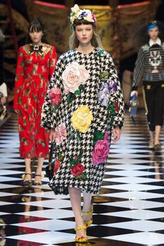 Dolce & Gabbana Fall 2016 Ready-to-Wear Fashion Show - Katya Ledneva