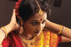 Bengali Wedding Makeup ~ Ruthie you think you can do something like this on me (no chin though) more traditional Santali. What makeup would you use? Could you maybe find something in Africa that wouldn't die my skin a horrid color or do you think we can find something here in the States?