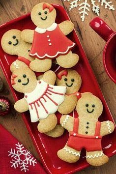 Les biscuits de Noël sentent de cannelle, de gingembre, d'anis, quelles senteurs pleines de souvenirs ... Savez-vous que les biscuits aux épices sont les plus caractéristiques pour fêter le Noël en Angleterre ? Ce sont les Gingerbread Men les rois de la fête. Voici donc comment les préparer…