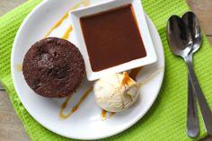 Kerstnagerecht: chocolademuffin met zelfgemaakte chocoladesaus - Lekker en Simpel