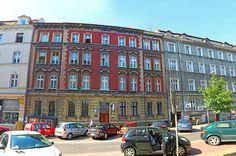 Przestronne mieszkanie w sercu Katowic. Nieruchomość o łącznej powierzchni użytkowej 89,63 m². Zapraszamy do kontaktu! Agent nieruchomości: Marta Kulawik  Telefon: + 48 665 167 906 http://remax-gold.pl/oferta/mieszkanie-w-sercu-katowic-w-atrakcyjnej-cenie-idealna-inwestycja-pod-wynajem