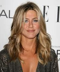 Jennifer Aniston Long Wavy Cut - Jennifer Aniston wore her hair in soft waves at the 'Elle' Annual Women in Hollywood Tribute. The look was perfect with her muted, natural-looking makeup and sexy, shimmering dress. Peinados Jennifer Aniston, Jennifer Aniston Hair, Jenifer Aniston, Long Layered Haircuts, Haircuts For Fine Hair, Cool Haircuts, Trendy Hairstyles, Celebrity Hairstyles, Wedding Hairstyles