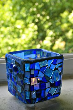 Beautiful blue stained glass pieces add such a soft, subtle addition to any room… Tile Crafts, Mosaic Crafts, Mosaic Projects, Stained Glass Projects, Mosaic Art, Mosaic Glass, Mosaic Rocks, Pebble Mosaic, Mosaic Flower Pots