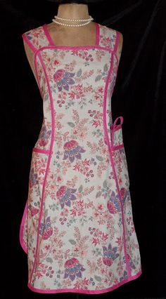Older style reminds me of my Grandma, she always wore an apron.love these! Aprons Vintage, Vintage Sewing, Vintage Outfits, Vintage Fashion, Vintage Style, Estilo Shabby Chic, Cute Aprons, Sewing Aprons, Smocking