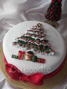 Fondant covered 9 inch fruit cake with fondant bow and tree detail. Christmas Cake Designs, Christmas Cake Decorations, Christmas Cupcakes, Christmas Sweets, Holiday Cakes, Christmas Cooking, Christmas Goodies, Xmas Cakes, Christmas Wedding