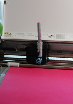 Drawing on vinyl with the Chomas Creations adjustable marker holder and permanent markers