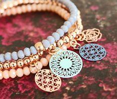 Nieuw: Bohemian hangers en tussenstukken in hippe designs Bohemian Jewelry, Bohemian Style, Boho Chic, Jewelry Crafts, Jewelry Bracelets, Jewelry Ideas, Trends 2018, Jewerly, Creations