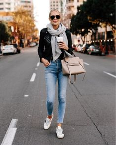 Anyone else love jackets as much as me? Sharing the essential jackets you need for fall today on Fashion Jackson with tons of outfit… Fashion Mode, Moda Fashion, Fashion Outfits, Club Fashion, 1950s Fashion, Latest Fashion, Fashion Tips, Fall Fashion Trends, Winter Fashion