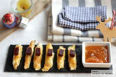 cigarritos-filo-queso Canapes, Snack, Griddle Pan, Queso, Finger Foods, Sushi, Waffles, French Toast, Appetizers