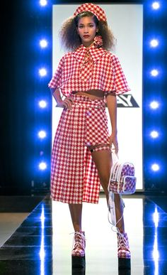 Project Runway Finalist Hester Sunshine's Portfolio Runway Fashion Outfits, Catwalk Fashion, Fashion 2020, Crazy Runway Fashion, Fashion Dresses, Fashion Design Sketches, Fashion Project, The Help, Beautiful