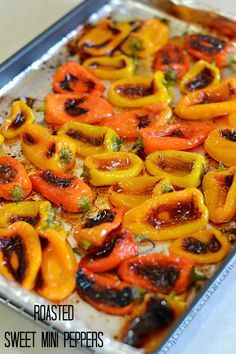 Sweet Mini Peppers Roasted Sweet Mini Peppers - Roast peppers when in season and freeze for later.Roasted Sweet Mini Peppers - Roast peppers when in season and freeze for later. Side Dish Recipes, Vegetable Recipes, Vegetarian Recipes, Cooking Recipes, Healthy Recipes, Mini Paprika, Healthy Snacks, Healthy Eating, Stuffed Mini Peppers