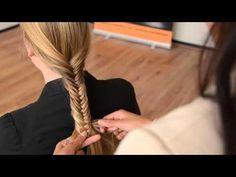 Tips Voor een mooie visgraat vlecht. Tip1 Maak verschillende looks door de hoeveelheid haar aan te passen. Voor een fijne visgraatvlecht maa...