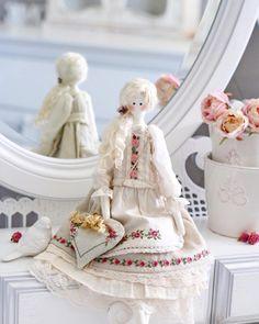 """392 Me gusta, 30 comentarios - Надя Синкевич (@sinkevich_nadia) en Instagram: """"Я шью-шью новых куколок! А пока  покажу любимок, которых нет в профиле... #тильда #кукла…"""""""