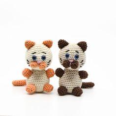 Crocheted animals and amigurumi Archive - KreaLoui Crochet Cat Pattern, Crochet Art, Crochet Animals, Crochet Toys, Free Crochet, Crochet Patterns, Stuffed Animals, Cross Stitch, Teddy Bear