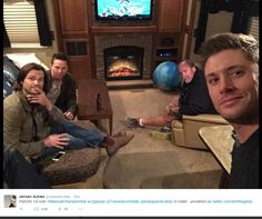 Jensen tweet - the boys are watching the National Championship for the first time. #Jensen #Jared #Travis #Clif (click all the way through for biggest picture)
