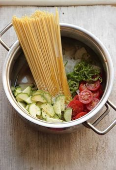 "Spaghetti con verdure ""tutto in pentola"" 