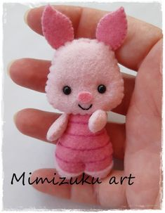 Winnie the pooh mobile felt crib mobile babyroomdecor filz mobile móvil inspirado en winnie de pooh tigger piglet eegore mimizuku art Felt Crafts Patterns, Felt Crafts Diy, Felt Diy, Cute Crafts, Fabric Crafts, Crafts For Kids, Felt Doll Patterns, Handmade Felt, Sewing Patterns