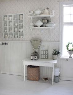 VITT, ZINK OCH SILVER: Kök Shaby Chic, Beach Bungalows, Cottage Homes, Scandinavian Interior, Interior Inspiration, Kitchen Dining, Beautiful Homes, Bookcase, Sweet Home