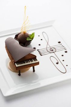 """Piano classroom rules ㄧ: """"No"""" can eat when playing the piano. Let& change the piano .-鋼琴教室規則ㄧ:彈鋼琴時""""不""""能吃東西。 我們就把鋼琴變… Piano classroom rules ㄧ: """"No"""" can eat when playing the piano. Let& turn the piano into food ! Fancy Desserts, Köstliche Desserts, Plated Desserts, Chocolate Desserts, Chocolate Decorations, Bolo Musical, Cupcake Cakes, Cupcakes, Fruit Cakes"""