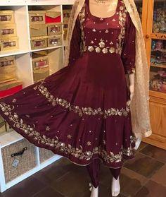 Embroidery Suits Punjabi, Kurti Embroidery Design, Embroidery Fashion, Embroidery Jewelry, Hand Embroidery, Beautiful Dress Designs, Stylish Dress Designs, Designs For Dresses, Punjabi Suits Designer Boutique