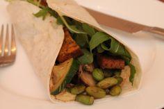 * Hausgemachter Burrito á la Trüffelsau lässt das Wasser im Munde zusammenfließen.  http://trueffelsau.wordpress.com/2014/09/13/tofu-edamame-burrito/