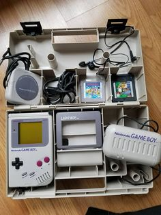 Vintage Original Working 1989 Nintendo Game Boy Handheld System with case Nintendo Games, Nintendo Consoles, Retro Game Systems, Super Mario Land, Handheld Video Games, Retro Video Games, Game Boy, Really Cool Stuff, Childhood Memories
