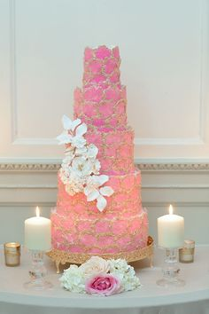 Hues of blush pink, cream and gold fill this romantic scene that exudes classic European wedding elegance. Sophisticated drama for the discerning bride. Wedding Cake Fresh Flowers, Beautiful Wedding Cakes, Flower Bouquet Wedding, Destination Wedding, Wedding Day, Wedding Destinations, European Wedding, Strictly Weddings, Wedding Topper
