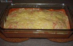 Ravioles al horno ngredientes: • Un paquete de ravioles (recomiendo rellenos de pollo o espinaca) • Una lata de pure de tomate • Cuatro cucharadas de queso crema • Queso rallado (puede ser Mozzarella, Cheddar, etc.) • Sal y pimienta al gusto
