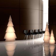 vondomslu#forest #newcollection #ramonesteve #novelties #christmasdecor #vianoce #christmastree #christmastime #tree #stromcek #decor #vianocnystromcek #arboldenavidad #design #decoracionnavidad #navidad #vondom #vianocnadekoracia #light #lamp Studio Lighting, Eco Friendly, Planters, Vase, Ceiling Lights, Garden, Christmas, Home Decor, Lighting