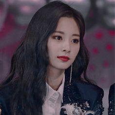 ✦╮tzuyu aesthetic icon ╰ ©𝘢𝘳𝘵𝘦𝘴𝘵𝘩𝘪𝘤┊𝐓𝐖𝐈𝐂𝐄 - Tzuyu Cute Kpop Girl Groups, Kpop Girls, K Pop, Tzuyu And Sana, Always Shine, Indie, Chaeyoung Twice, Twice Jihyo, Twice Kpop