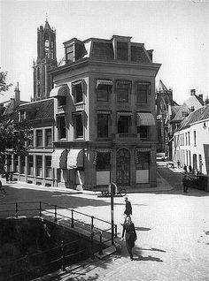 Trans - Pausdam 1942: Het huidige faculteitsgebouw, op de hoek Achter de Dom,is gebruikt in de film 'Het Bombardement'