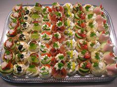 Chuťovky kulaté vykrajované mix. 5. Snacks Für Party, Appetizers For Party, Appetizer Recipes, Tapas, Tea Party Sandwiches, Smoked Salmon Appetizer, Tatyana's Everyday Food, Food Carving, Food Festival