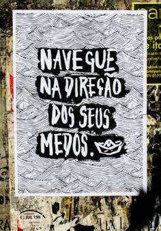 Cartaz colado em caixa de luz na Rua Ramiro Bracellos, Porto Alegre, RS.