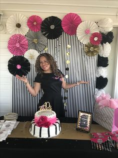 DIY Graduation Photo Booth and Backdrops Birthday Party Tables, 40th Birthday Parties, 80th Birthday, Grad Parties, Birthday Party Decorations, Birthday Ideas, Graduation Party Themes, Graduation Diy, 40 And Fabulous
