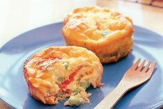 These little egg frittatas packed with salami, cheese and peas make the perfect lunch box snacks for the kids. To incorporate this into a keto diet plan, see the serving suggestion in the notes below. Quick Lunch Recipes, Muffin Recipes, Keto Recipes, Potato Recipes, Low Carb Breakfast, Breakfast Recipes, Smoked Salmon Pasta, Salami And Cheese, Vegetable Frittata