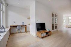 Huiskamer, werkhoek, planken, hout, tv, wit, licht