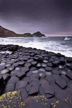 Giant's causeway - A magnificent basalt hexagonal rock formation in Ireland.  Geology Wonders