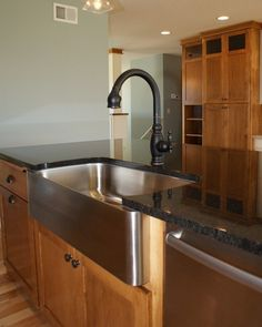 Oil Rubbed Bronze Faucet With Undermount Stainless Sink These Look Good Together