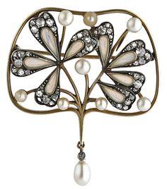 An Art Nouveau gold, silver, plique-à-jour enamel, diamond and pearl brooch, by Masriera y Carreras, early 20th century. #MasrieraYCarreras #ArtNouveau #brooch