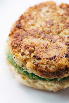 Spicy Cauliflower Burgers - meatless and delicious. | pinchofyum.com